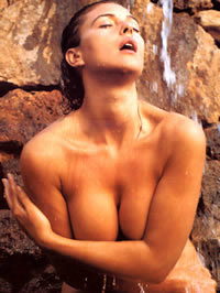 Monica Bellucci shows her perfect nude body