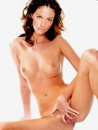 Ashley Judd loves to feel hot cum on her face