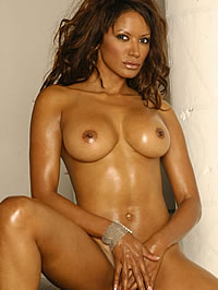 Traci Bingham naked with nice trimed pussy