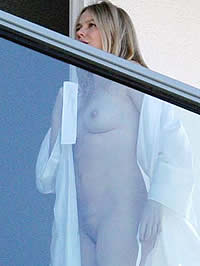 Naomi Watts pussy and tits exposed on balcony