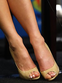 Kate Beckinsale posing with her wonderful feet