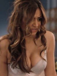 Noureen DeWulf gives us a flash