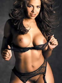 Vida Guerra shows Her Nice Pussy And Huge Boobs