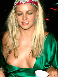 Britney Spears nipple and pussy slip pictures