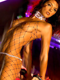 Adrianne Curry Shows Her Hot Nude Body