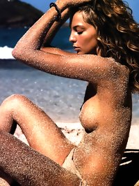 Daria Werbowy Topless Beach Shots