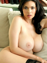 Tera Patrick Shows Her Fabulous Boobs