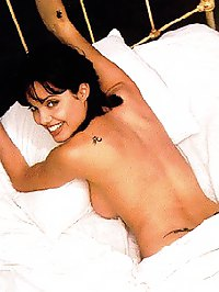 Angelina Jolie posing totaly nude on the bed