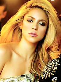 Shakira shows her amazing hot body