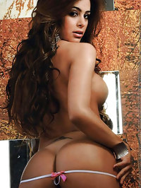 Larissa Riquelme shows her amazing boobs and tight ass