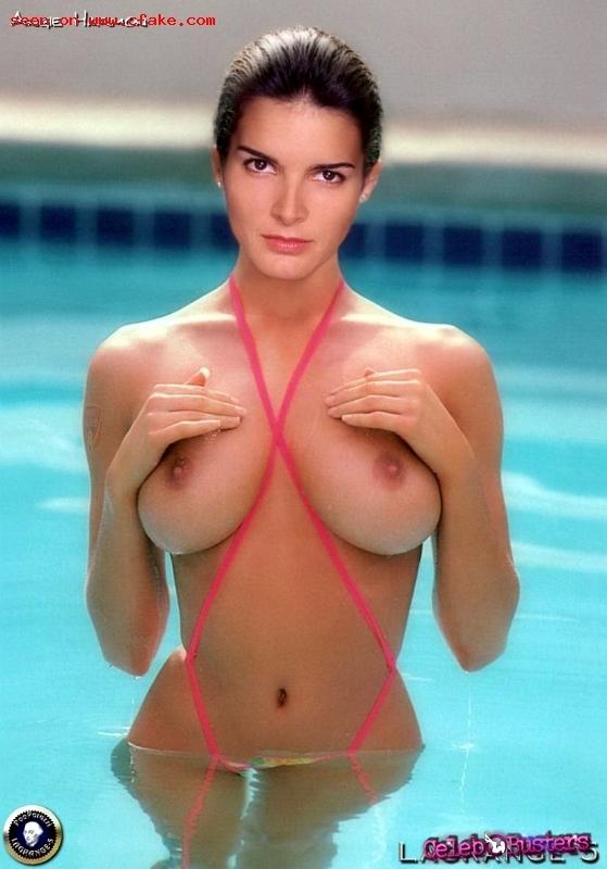 Angie Harmon  nackt