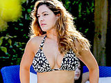 Kelly Brook shows off her amazing curves in bikini on the beach