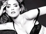 Amber Heard fully showed her bare nipples