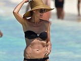 Heidi Klum showed her hot damn attractive breasts