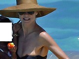 Heidi Klum oops dumped her bare breasts in bikini