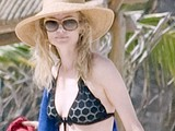 Heather Graham fully revealed her body in bikini